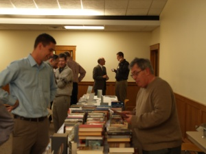 Gary VDS (Credo Books) & Josh Engelsma going over books