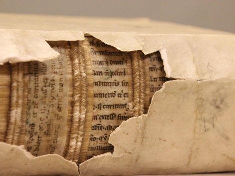 medieval-spine-hidden