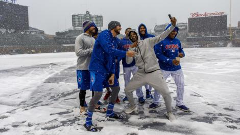 Cubs-snow-April-2018-1